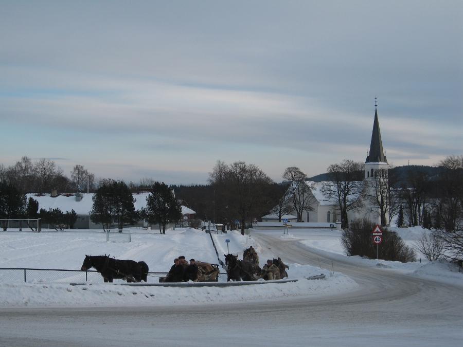 Høgsdags passerte vi Furnes kirke. Foto: Karine Bogsti
