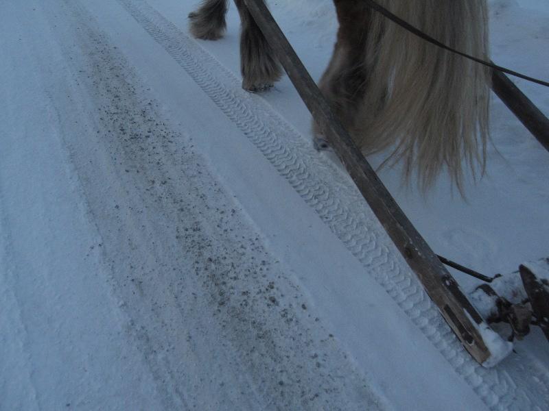 Onsdag 13. februar hadde vi et strekker før Atna med grus, noe som ikke er det artigste å kjøre med slede. Foto: Karine Bogsti