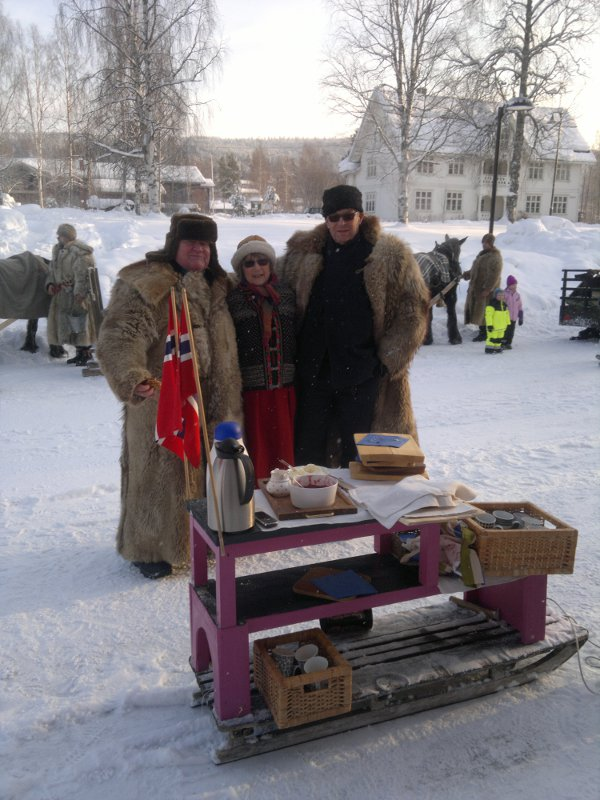På Koppang ventet denne fantastiske vaffelkjelken! Gjett om det varmet! Tusen takk til Arne Tronstad og co!! Foto: Karine Bogsti