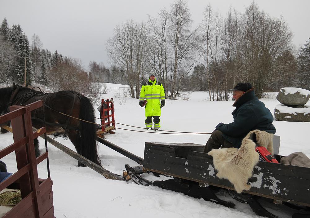 Ståle Sagstuen ga mange råd og tips, og dømte på kjøreprøva for kusker og hester. Foto: K. Bogsti