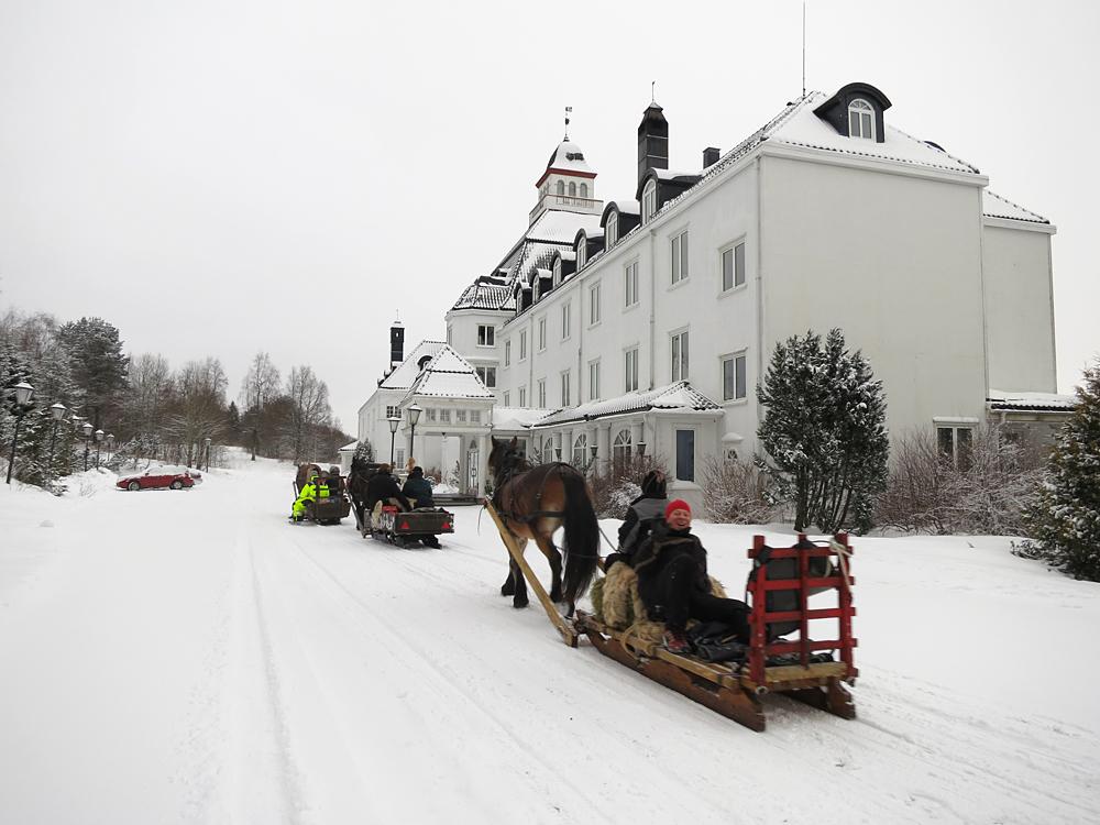 Klar til å sjekke inn på Høsbjør hotell... Nei, så fint har nok aldri en lasskjører bodd. Foto: Karine Bogsti