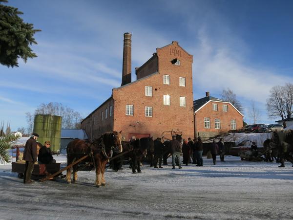 Flott vær på Atlungstad brenneri lørdag 8. februar på turstartsdag. Foto: Karine Bogsti