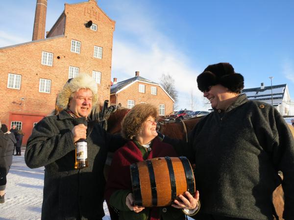 Kan jo ikke være annet en blid ;-) Fra venstre foreningas leder Bjarne Lang-Ree, Eli Lang-Ree og turleder Nils Dahlen. Foto: Karine Bogsti