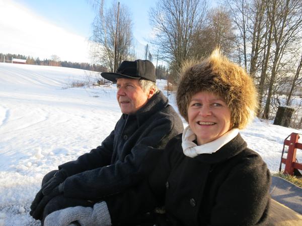 Ikke hver dag vi får ha med trubaduren sjøl; Terje Moen, på tur, men Marit var heldig å få han med til Hamar. Terje fortalte han hadde kjørt hest før, men det var første gang han hadde hesteskyss til Hamar. Foto : Karine Bogsti