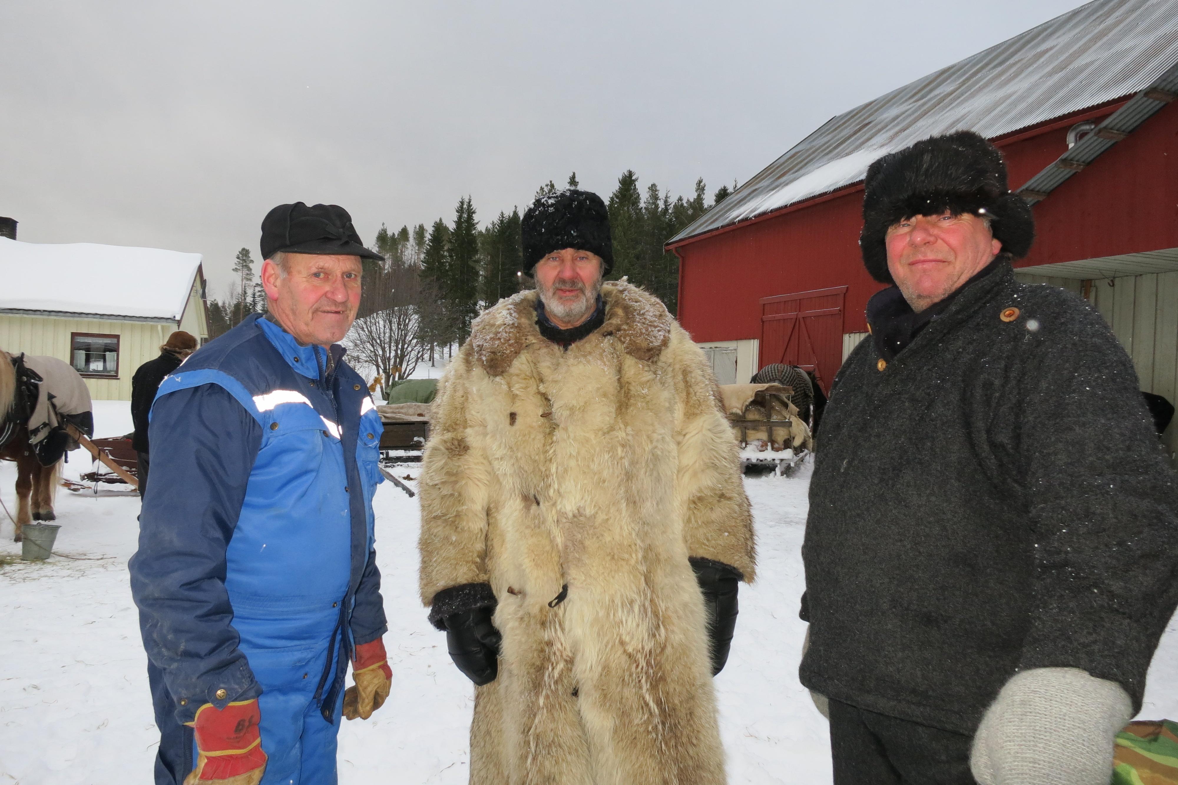 Alltid hyggelig å komme til Per Dalåsen på Hårdes på Bellingmoen, og skravle og få vatn at hesta. Her hadde vi dagens langkvil. Foto: Karine Bogsti