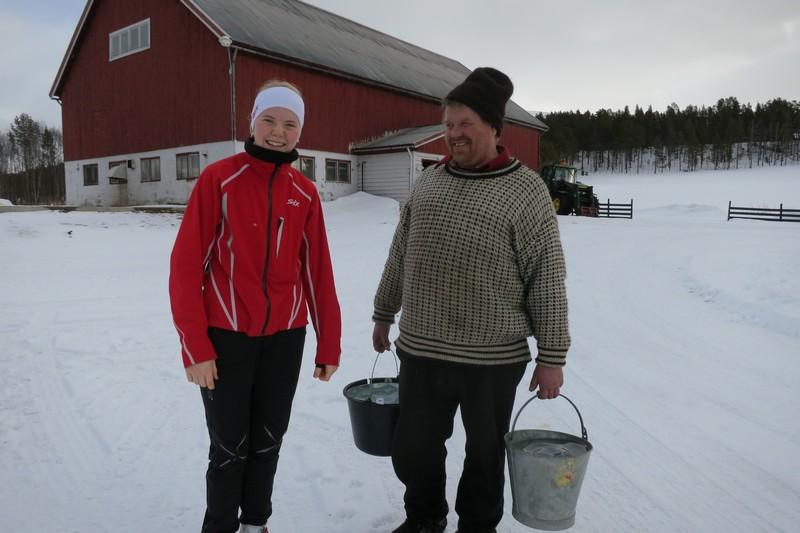 Gjett om hesta ble glade da vi (her representert ved vannbærer Truls) kunne hente vatn på Hummelvoll, så tusen takk Gry Beathe Hummelvoll Trøan! Foto: Karine Bogsti