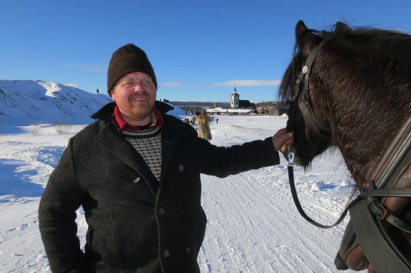 Fint vær, og fin tur for både hesten Romedalsprinsen og eieren Truls Mathisen. Foto: Karine Bogsti