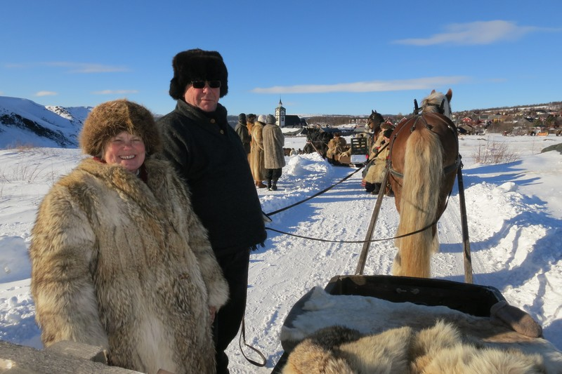 Eli Lang-Ree (Stange) og turleder Nils Dahlen (Furnes) med hesten Gråstein. Foto: Karine Bogsti