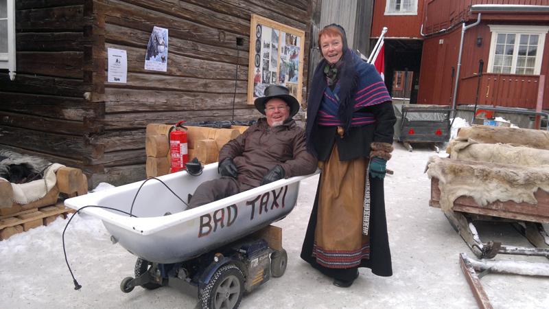 Mari sjekker kjørekomforten i forhold til slede. Foto: Karine Bogsti
