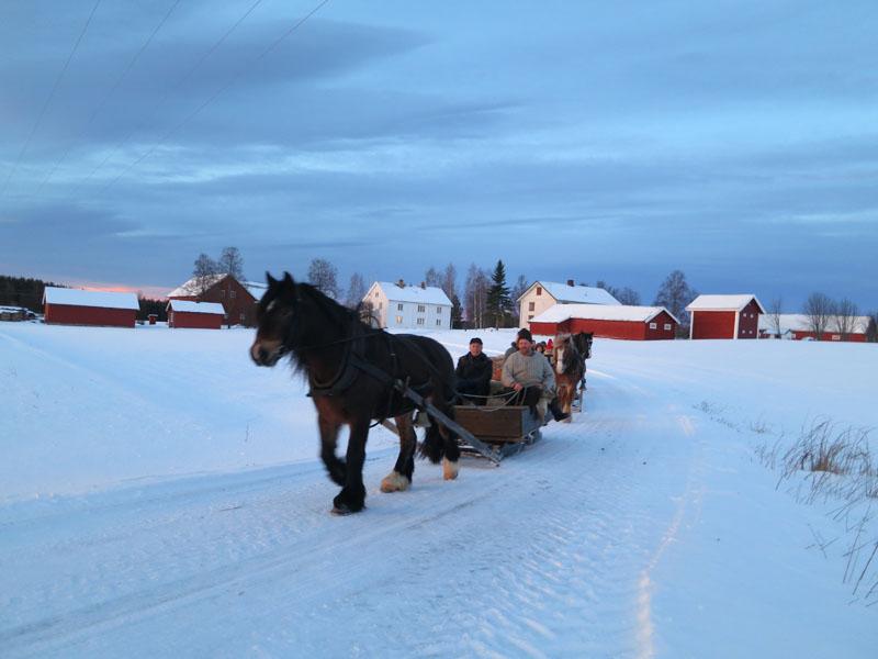 Klokka 08 kjørte vi fra Enge i Løten. Foto: Karine Bogsti