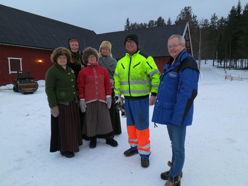 På Atna camping har vi det fint hos Randi (t.v.) og Bjørn Dahlen.  Bjørn hjelper oss også med veg. Foto: Karine Bogsti