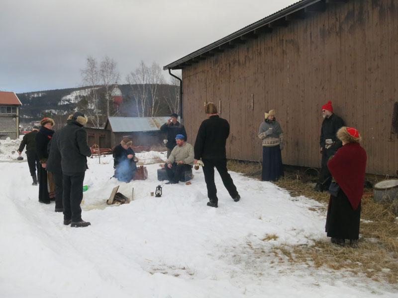 Dagens langkvil på Alvdal, utenfor fjøset som hesta har stått i. Foto: Karine Bogsti