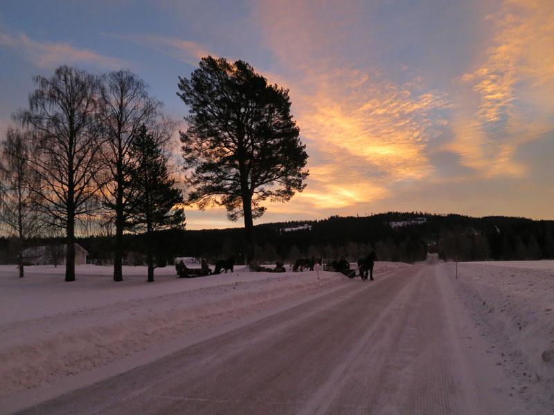 Nok en fin soloppgang i det vi kjører fra Økseth. Foto: Karine Bogsti
