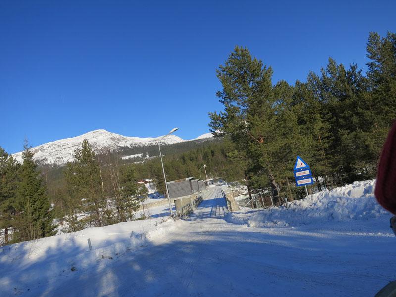 Her på Høyeggdammen demmes Glomma opp,  og store deler vann blir så ledet 29 km gjennom fjellet østover til Storsjøen i Rendalen og bli energi, før det renner tilbake igjen i Glomma på Rena. Foto: Karine Bogsti