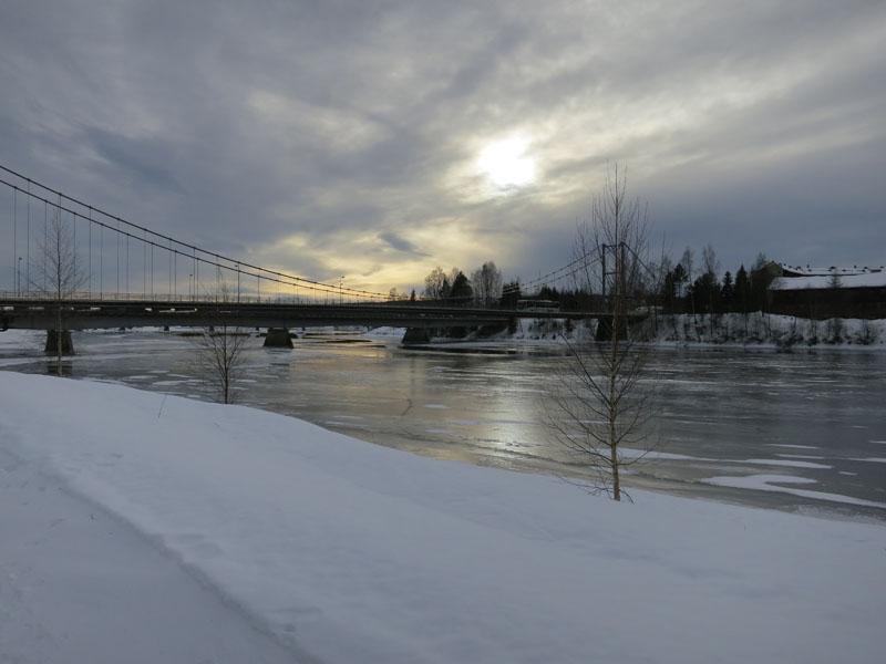 Isen er ikke tykk på Glomma nå. Vi har kjørt på Glomma lenger nordover i Østerdalen, men dette året blir nok annerledes ja. Foto: Karine Bogsti