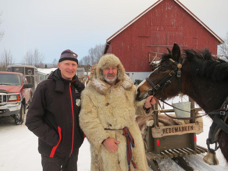 På Os er Ivar Røste (t.v.) på Røste snill og huser hesta våre. Tusen takk! Foto: Karine Bogsti