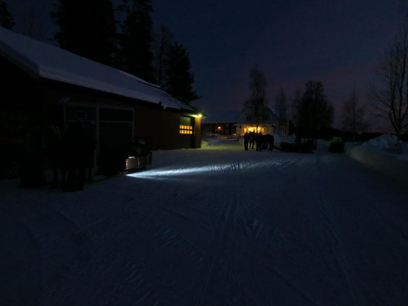 Så kom vi fram til Ygle Viken like ett solnedgang, og er klare for ei god natt søvn hos Sverre Holm og familie. Foto: Karine Bogsti