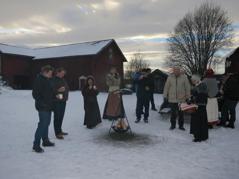 Herlig langkvil på Nordbryn.  Åslaug og Tore Nordbryn og Stig og Kim Nielsen disket opp med varme bål, bagetter, kaffe og sjenk og hyggelig  skravel. Tusen takk for gjestfrihet! Foto: Karine Bogsti