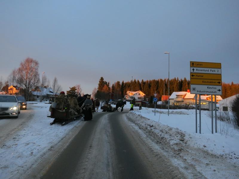 Ikke beste føret langs vegen mot Klevfos. Foto: Karine Bogsti