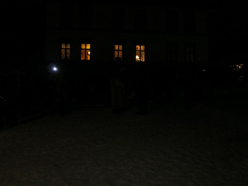 Dette året var det mørkt da vi kom fram til Stai. Men velkomsten var like hyggelig og varm som alltid! Foto: Karine Bogsti