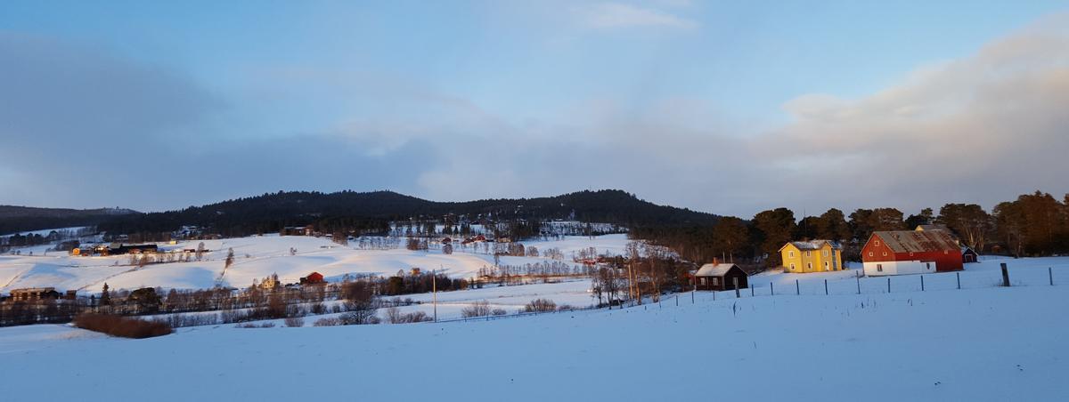 Etter et strekke i skogen, åpner så landskapet seg opp i Os. Foto: Karine Bogsti