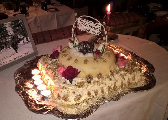 Har du sett så flott jubileumskake? Prikken over i-en var denne kaka til kaffen på Grøtting. Foto: Bjarne Lang-Ree