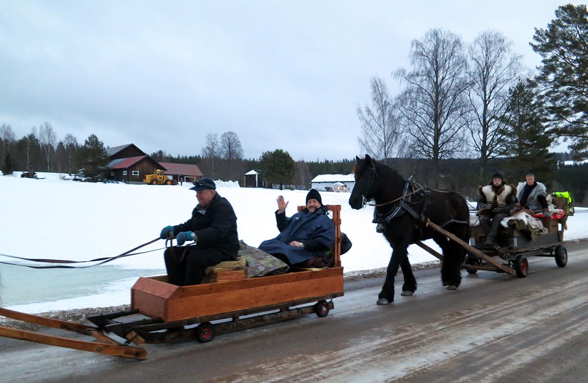 Hjul på sleden i dag også. F.v. Kjell Åge, Ola, Geir og Mari. Foto: Karine Bogsti