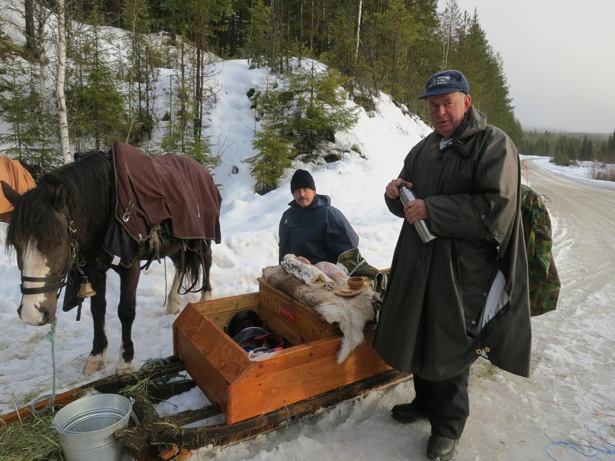 En liten rast; Kjell Aage og Ola. Foto: Karine Bogsti