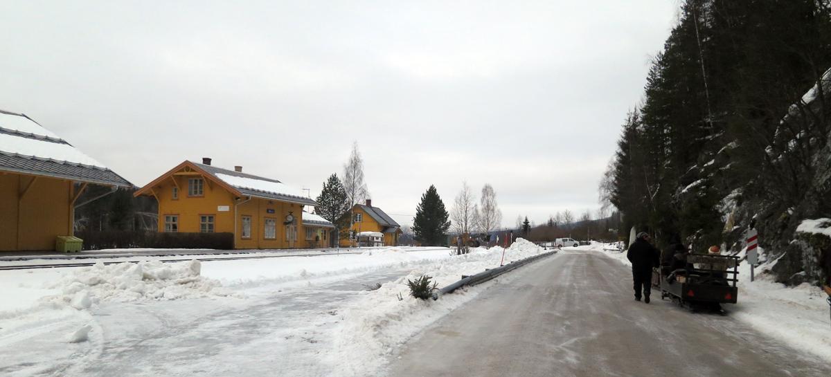 Passering forbi Stai stasjon. Foto: Karine Bogsti