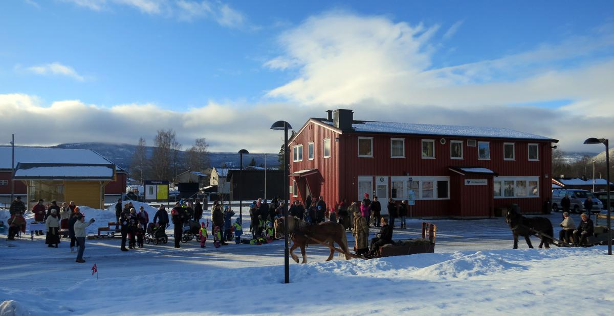 Utrolig mange møtte oss på Koppang, og så koselig! Foto: Karine Bogsti