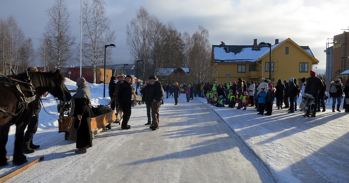 Så mange var med på 10-årsfeiringen vår på Koppang! Foto: Karine Bogsti
