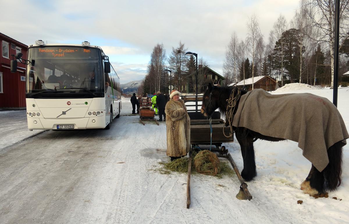 Store og små hestekrefter på skysstasjonen på Koppang. Foto: Karine Bogsti
