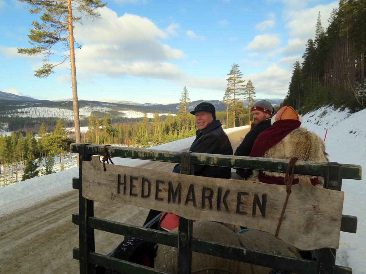 Ingen tvil om å henn vi kjæm fra ;-) Sjøl om vi synes dæ æ gørfint på Hedemarken, var vi enige i dag om at det jammen er fint oppover Østerdalen og, som her i Stor-Elvdal. Foto: Karine Bogsti