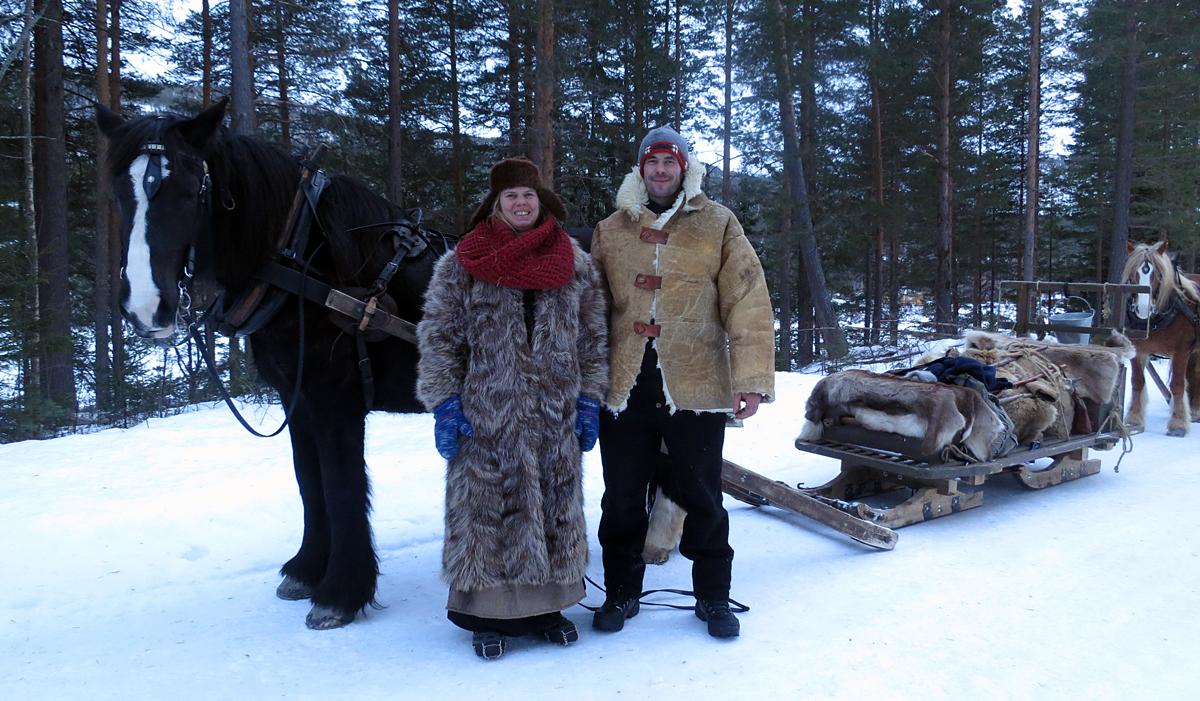 Hesten Guri Blessa med Jeanett Øian og Jøran Lunde. Foto: Karine Bogsti