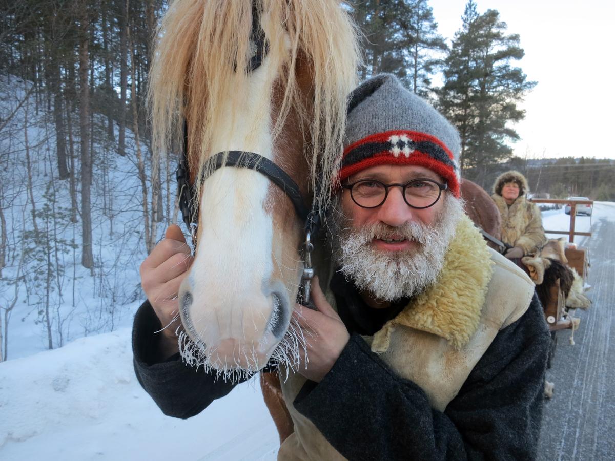 Det rimer i barten på både hest og hesteeier. Foto: Karine Bogsti