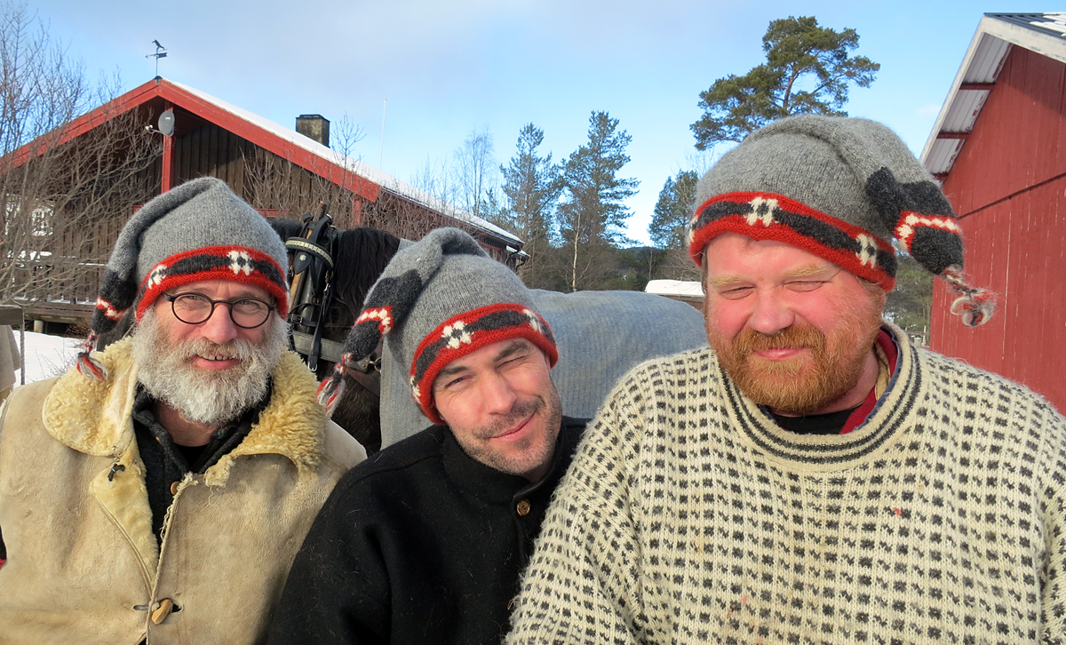 Jørgen, Jøran og Truls med 10-årsjubilelua. Foto: Karine Bogsti