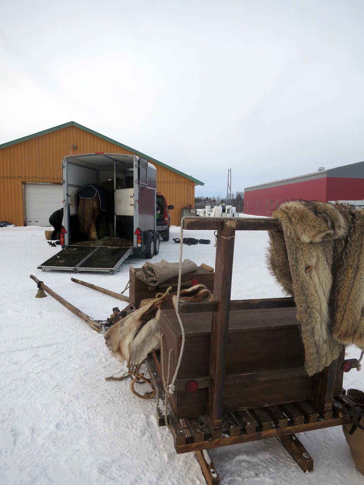 De færreste har tid til 10 nye dager på tur og 30 mil, så derfor tar vi hesten på bilen hjem. Foto: Karine Bogsti