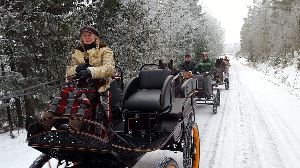 Rundt null grader og snø. Jeanette er blid og koser seg på tur. Foto: Karine Bogsti