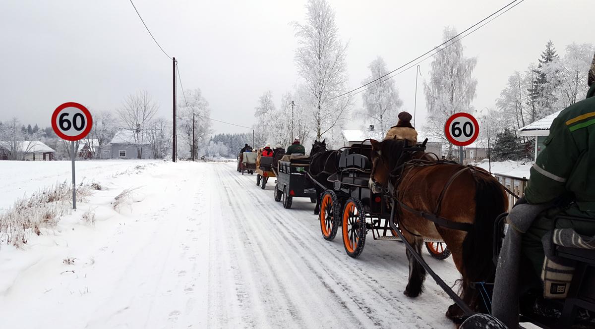 Holder oss innafor fartsgrensa. Foto: Karine Bogsti